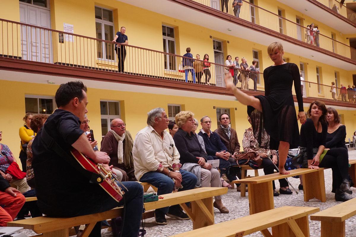 Une performance sur les bancs du Théâtre de chambre – 232U, le 18 septembre 2016