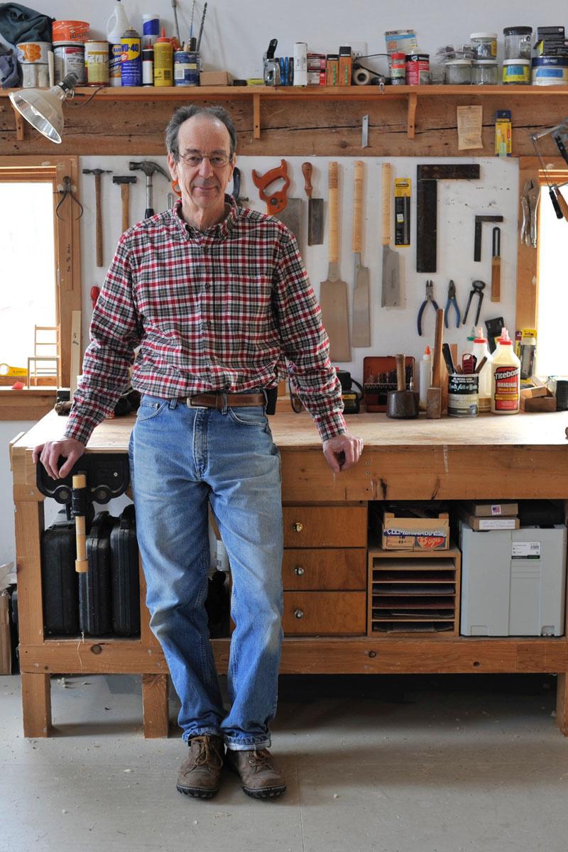 Francis Cape dans son atelier.