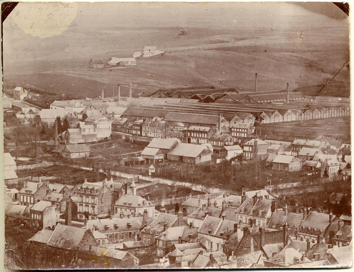 Vue des Fonderies et manufactures Godin-Lemaire. Photographie anonyme, vers 1865