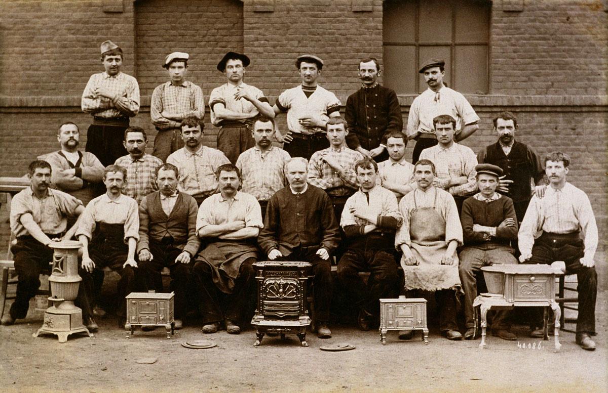 Groupe d'ouvriers de l'atelier d'ajustage de l'usine du Familistère de Guise