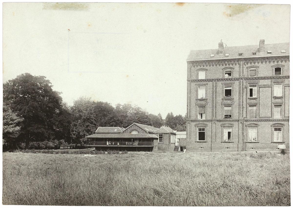 La crèche du Familistère au nord du pavillon central du Palais social
