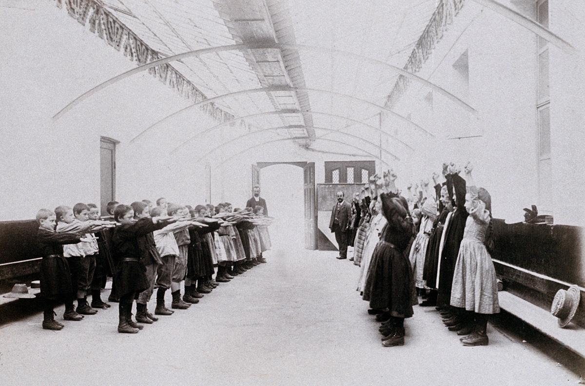 Le préau des écoles du Familistère sert aux exercices de gymnastique.