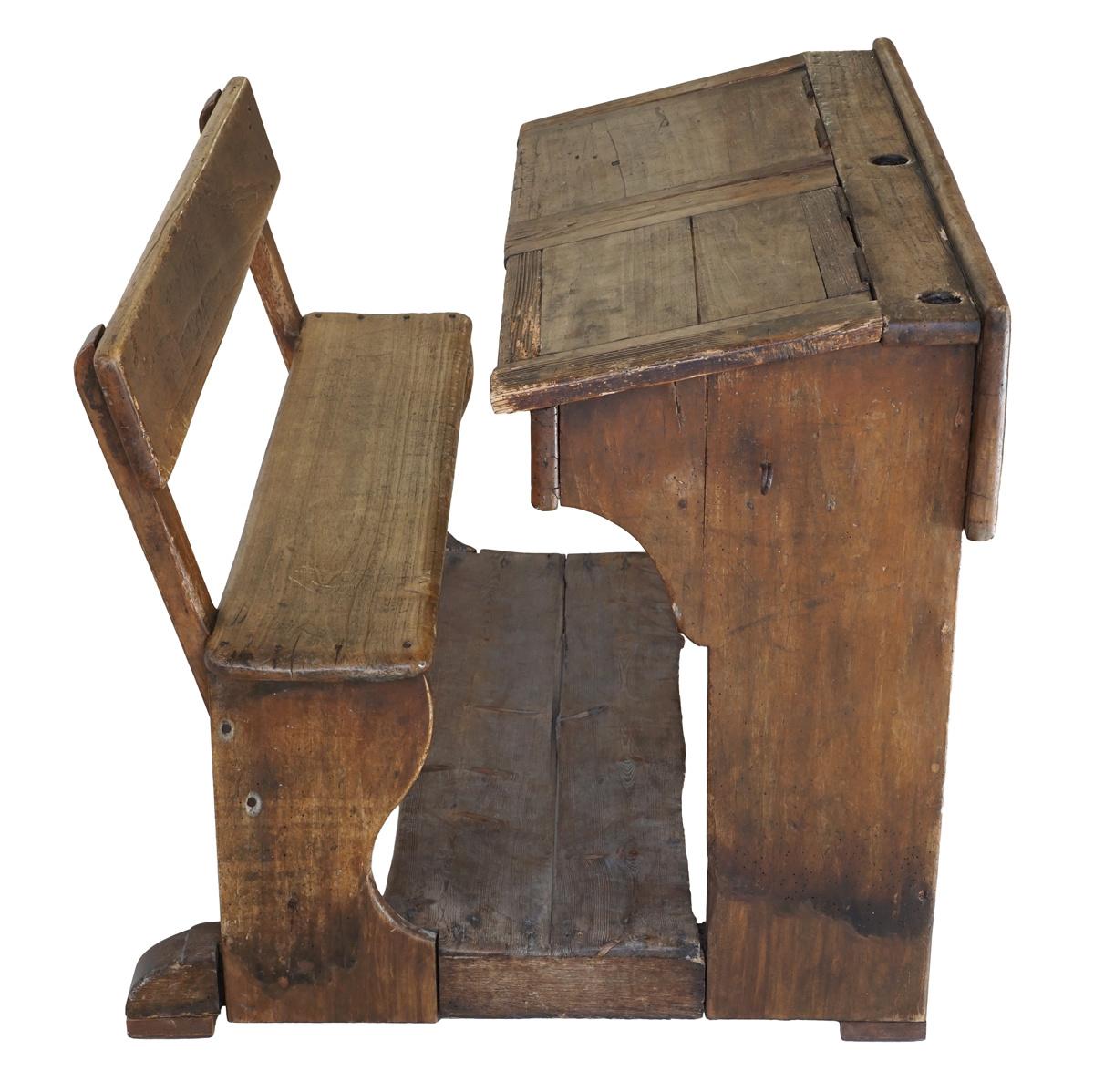 Le meuble provient des écoles du Familistère.