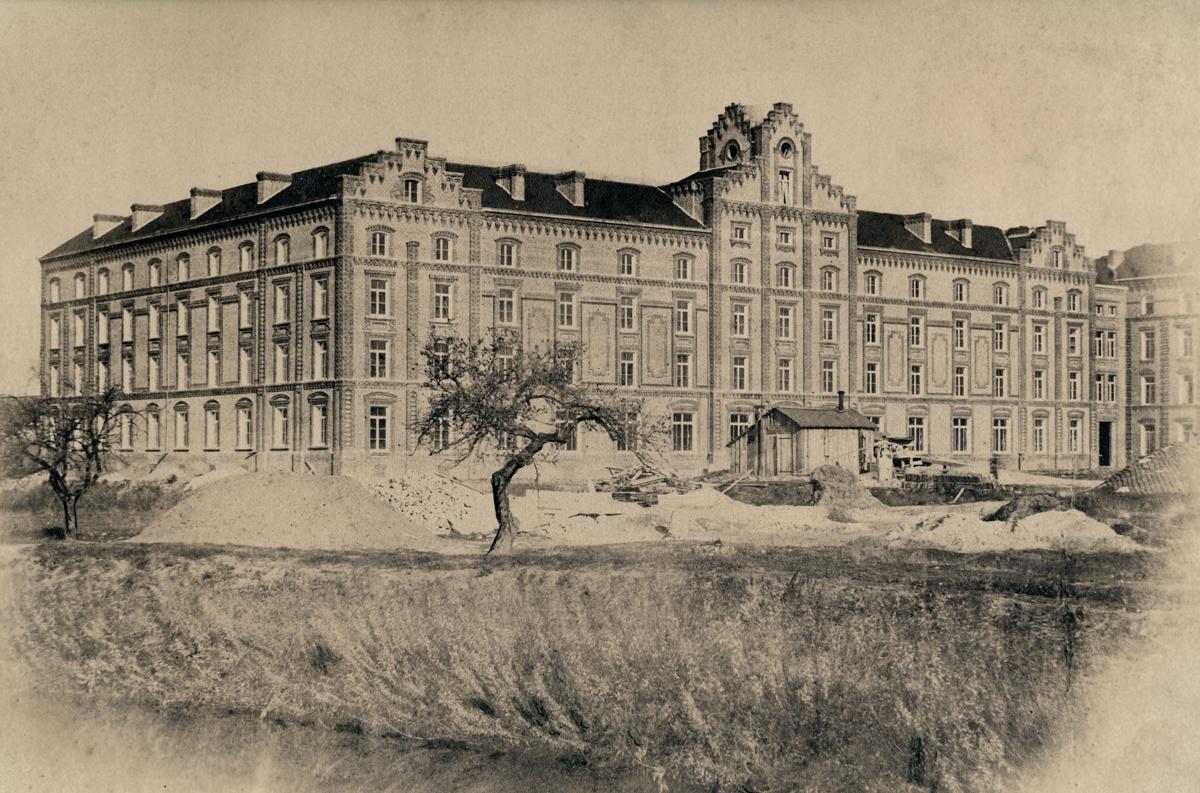 Le chantier du pavillon central du Familistère est sur le point de s'achever.