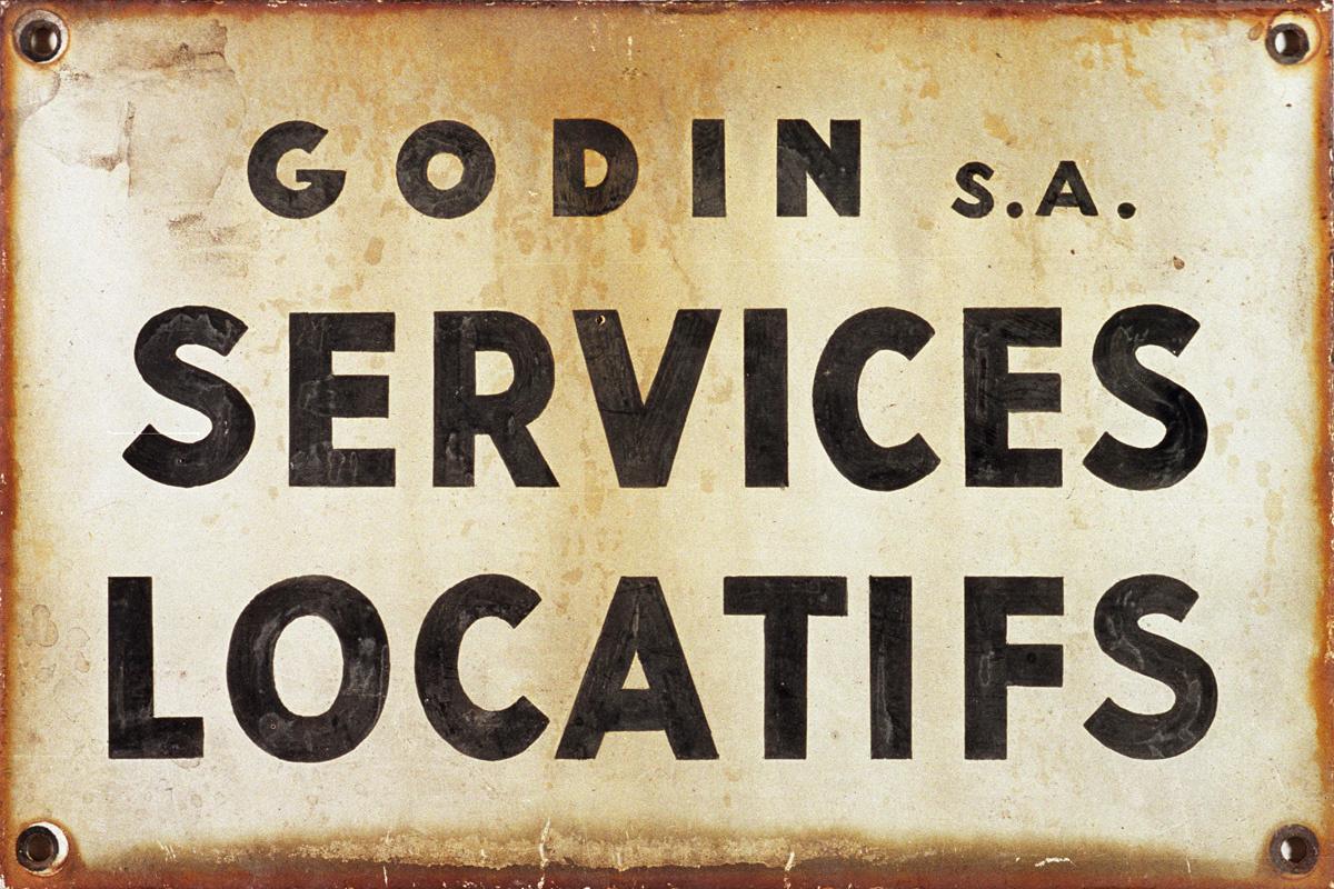 Cette plaque date du temps de la vente des logements du palais après 1968