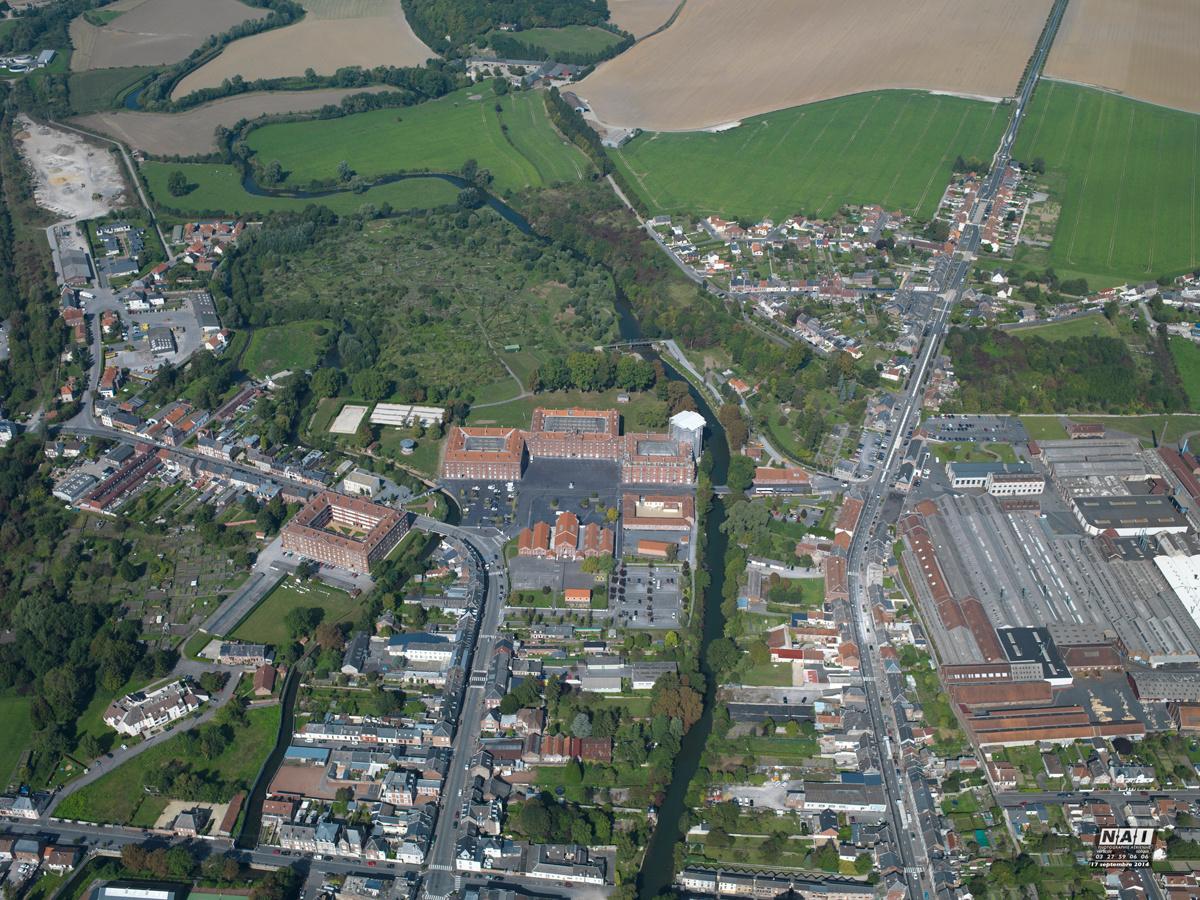 Cette vue aérienne du Familistère de Guise est prise en 2014.