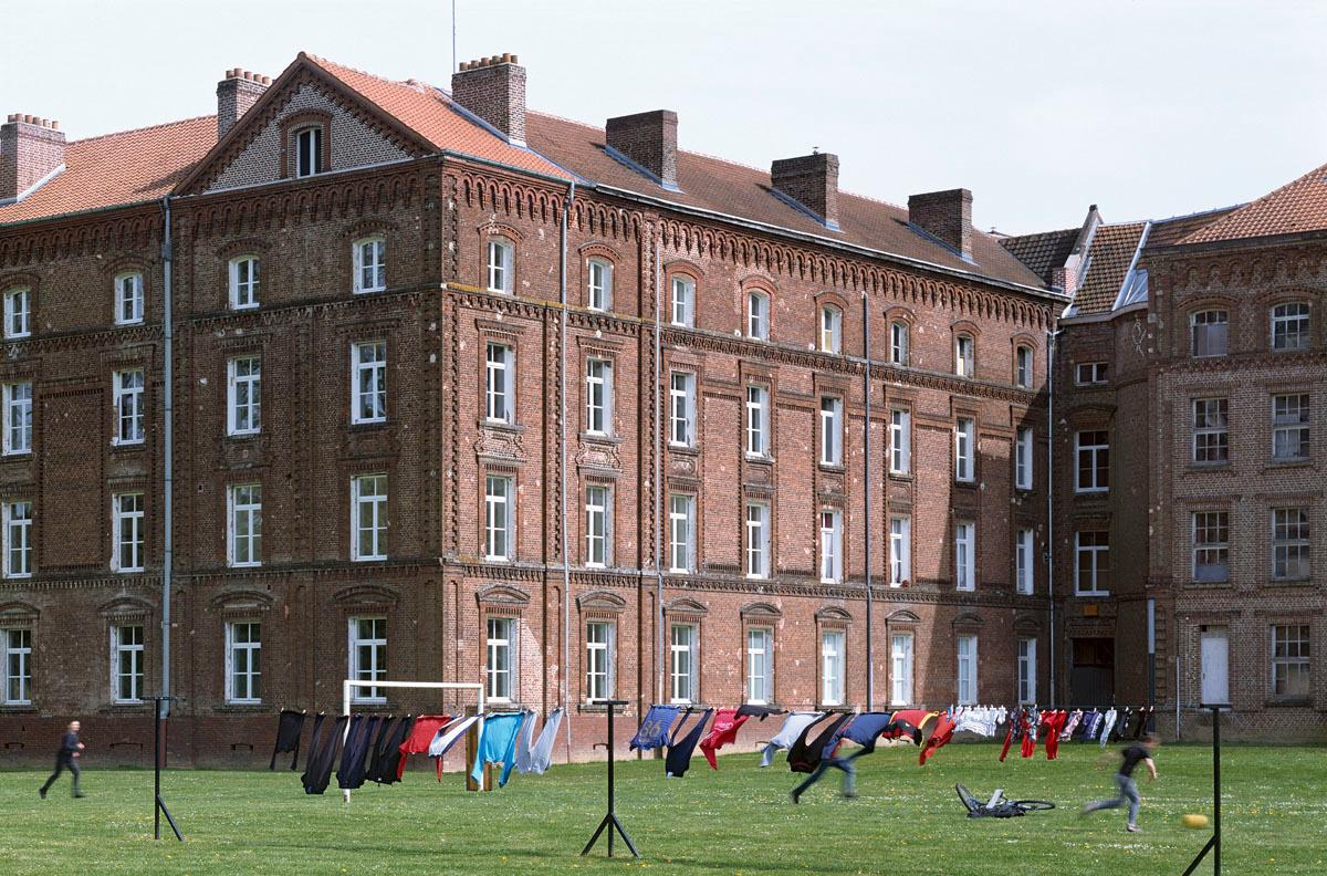 Le fil à linge est utilisé par les habitants du Palais social.