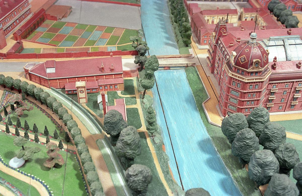 Le plan-relief du Familistère présente de façon détaillée l'ensemble des constru