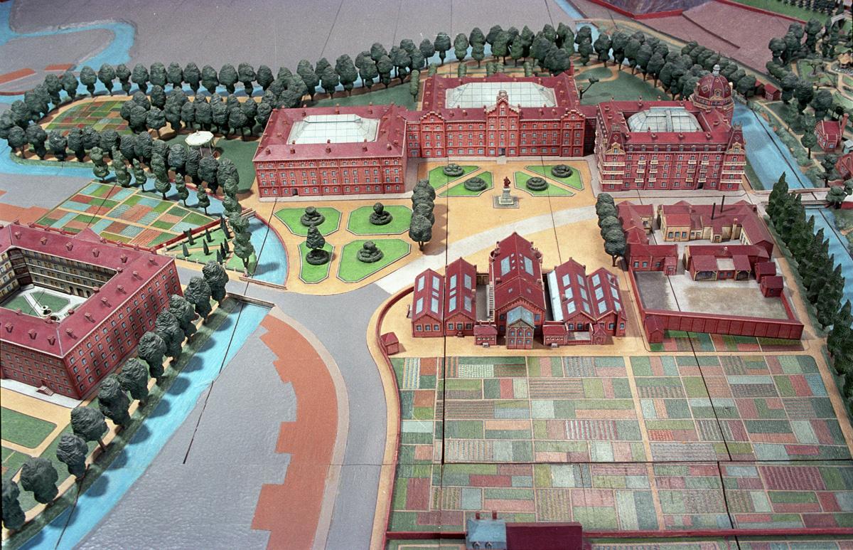 Dans l'exposition permanente est exposé le grand plan-relief du Familistère.