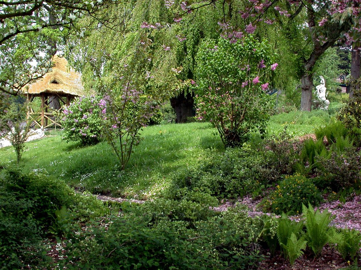 Une hutte existe dès l'origine dans le jardin d'agrément du Familistère.
