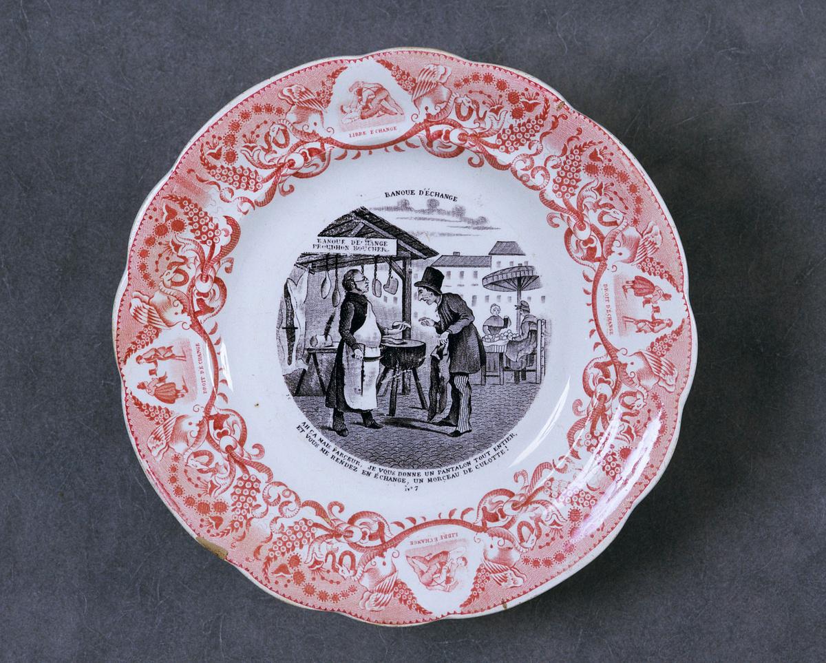 L'assiette est décorée d'une scène satirique relative au socialisme de Pierre-Jo