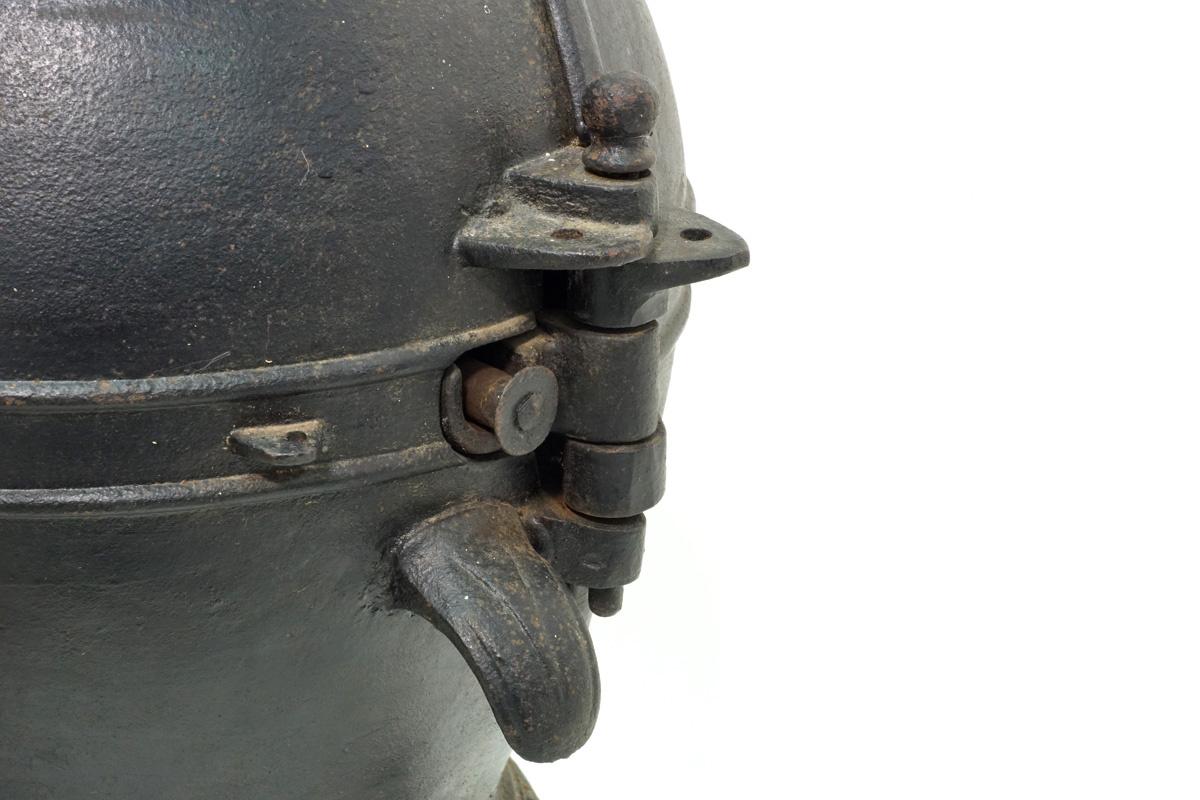 Photographie de la charnière d'ouverture de la sphère du torréfacteur n° 2.