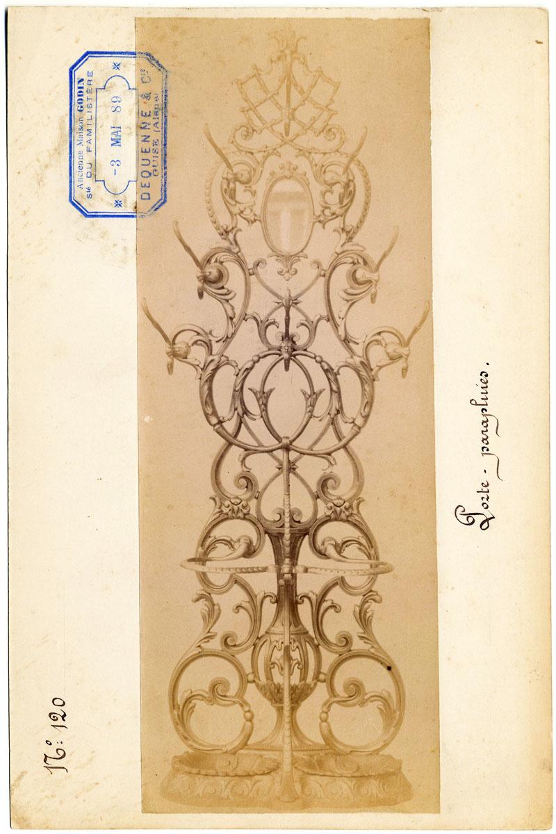La photographie reproduit le dessin d'un porte-parapluies.