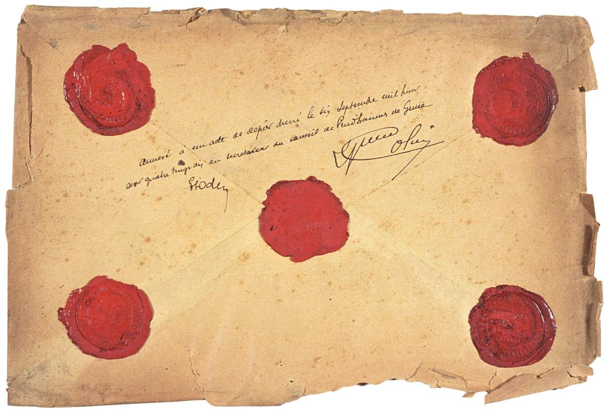 L'enveloppe est cachetée et porte la signature des conseillers de prud'hommes