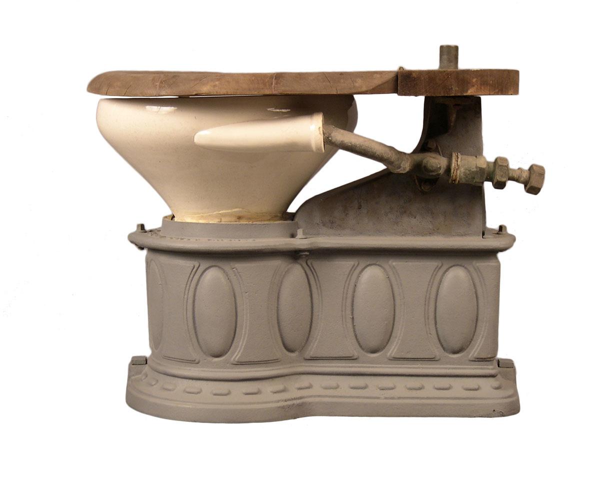 La photographie montre l'appareil sanitaire de profil.