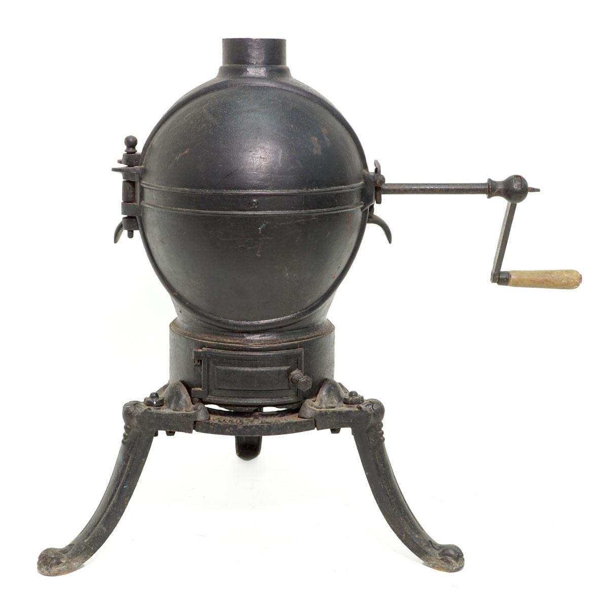 Photographie du torréfacteur n° 2 : l'appareil en fonte de fer est composé d'une