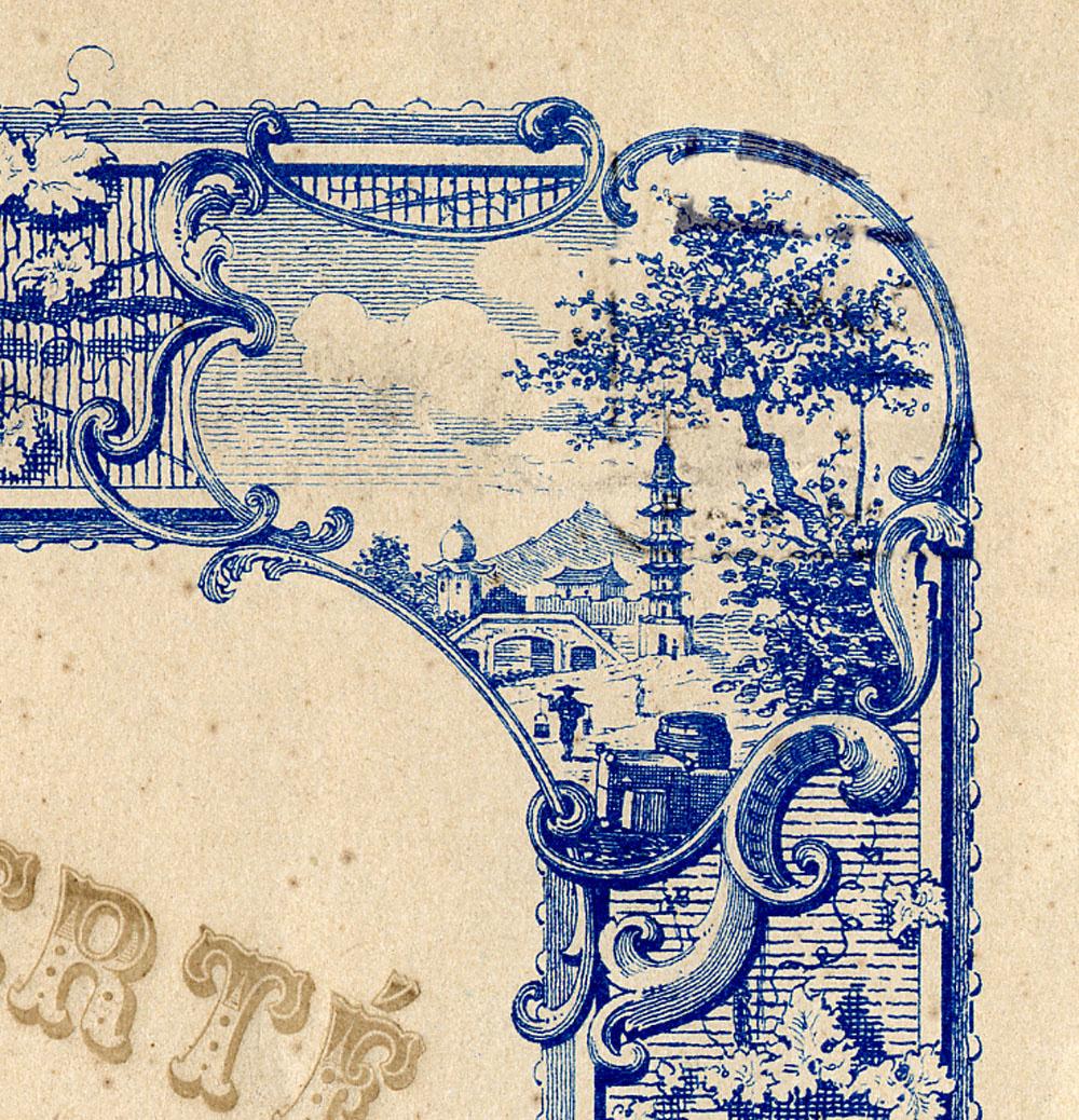 La vignette en haut à droite du cadre du diplôme montre une ville orientale