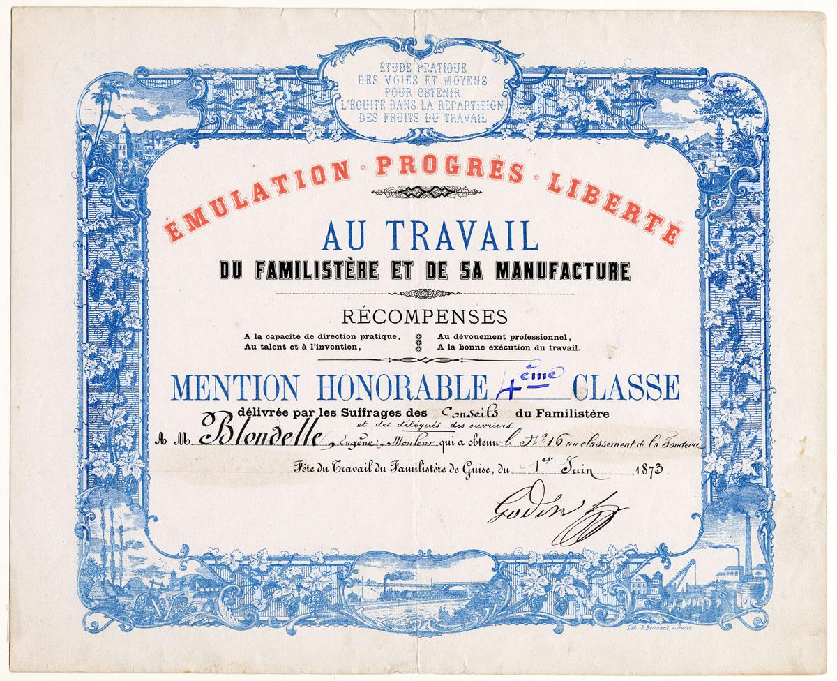 Le diplôme est encadré d'une bordure ornementée imprimée en bleu