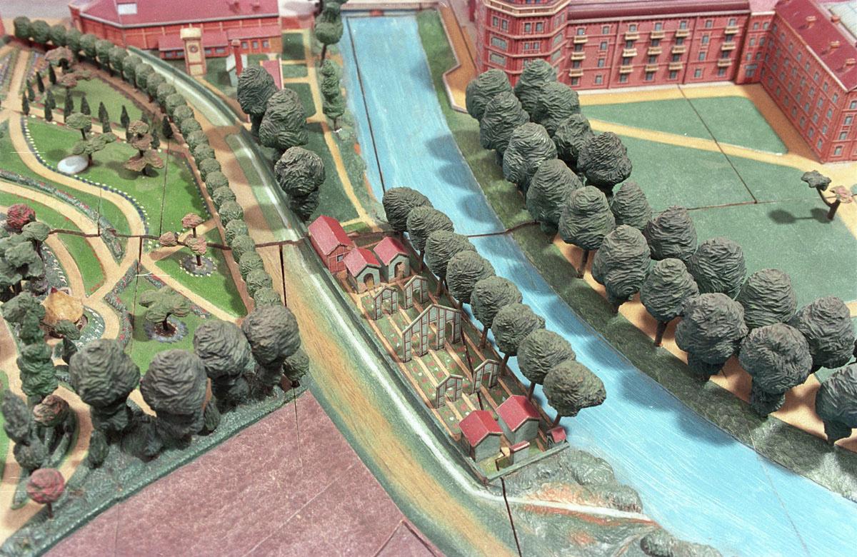 La vue du plan-relief du Familistère est centrée sur le jeu d'arc.