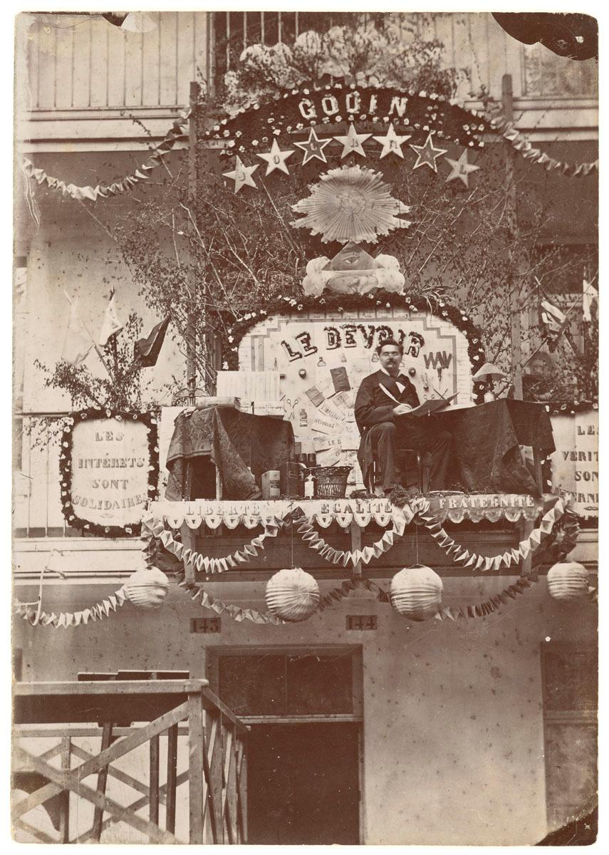 La photographie représente le trophée du journal Le Devoir.
