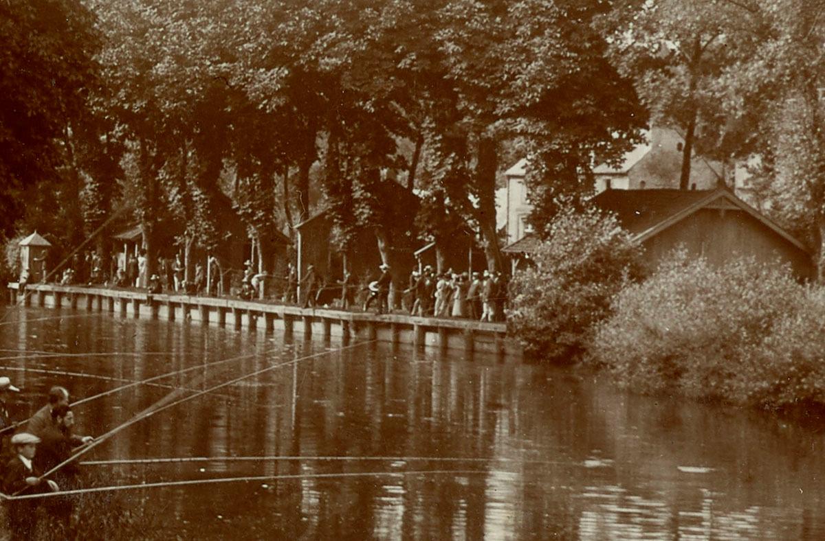 Détail de la photographie du concours de pêche au Familistère.