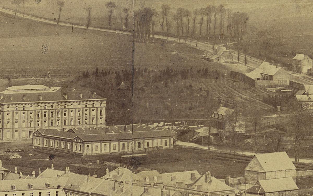 Détail du panorama du Familistère montrant le jardin d'agrément.