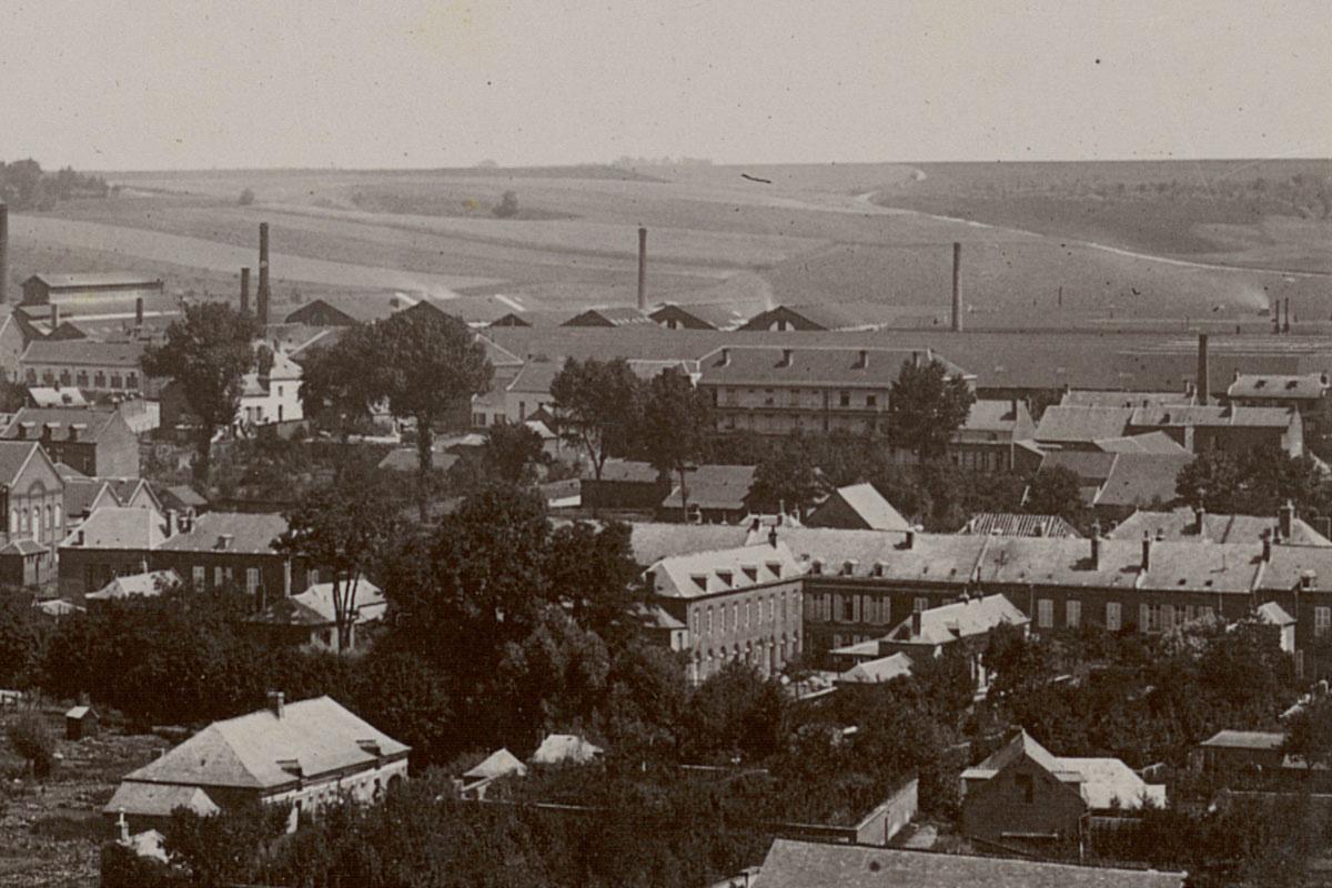 Détail du panorama du Familistère montrant l'usine et le pavillon Landrecies