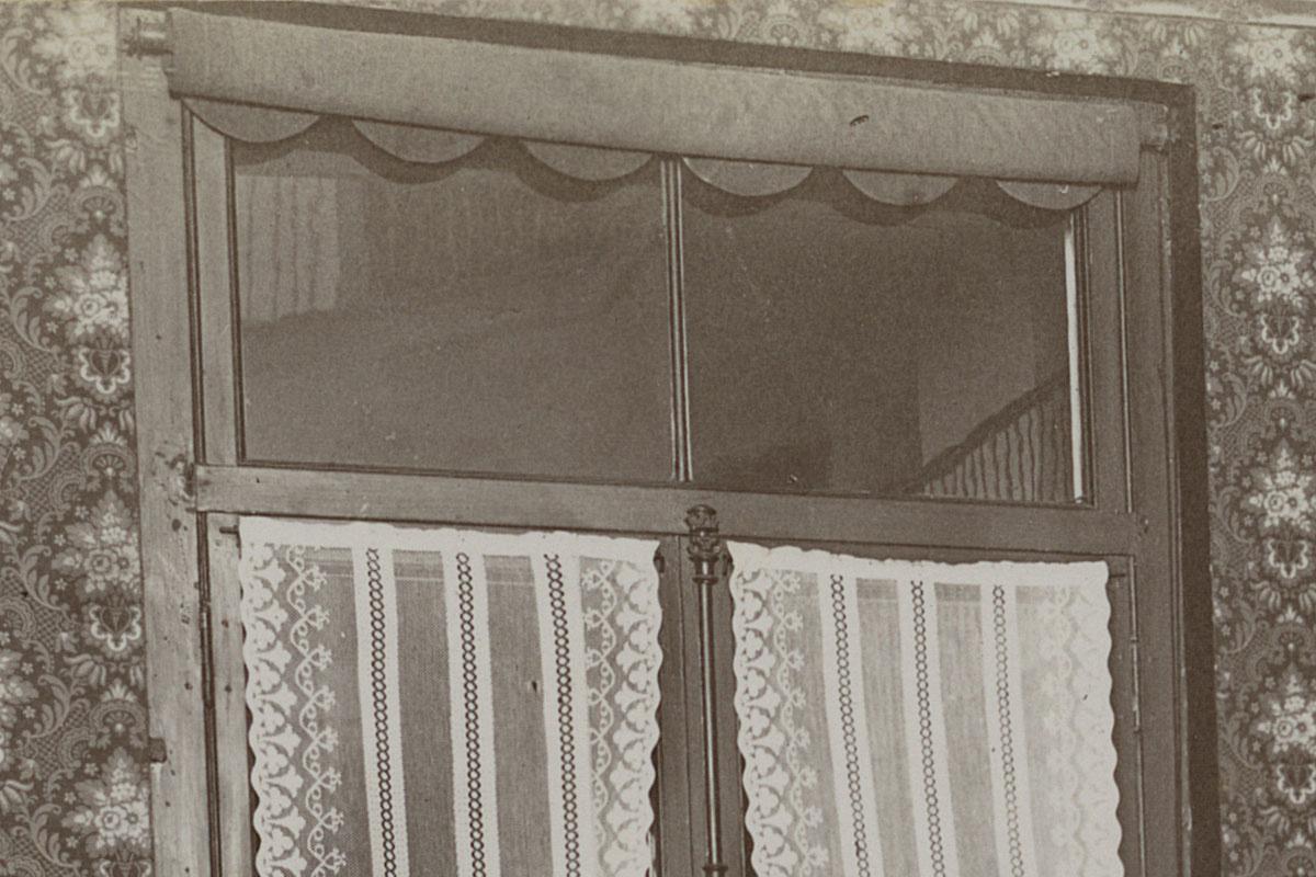 Détail de la photographie montre la cuisine d'un logement du Familistère