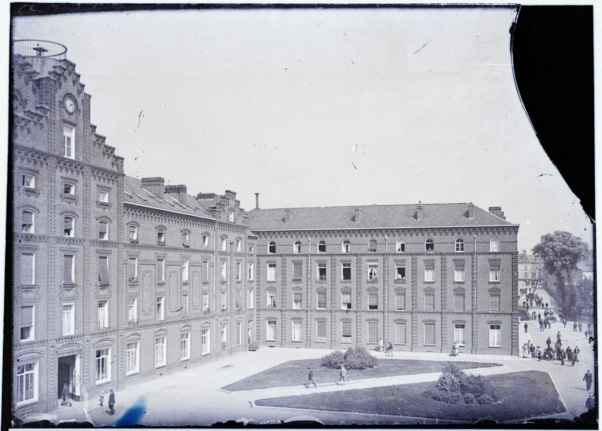 Image montrant une sortie de l'usine du Familistère
