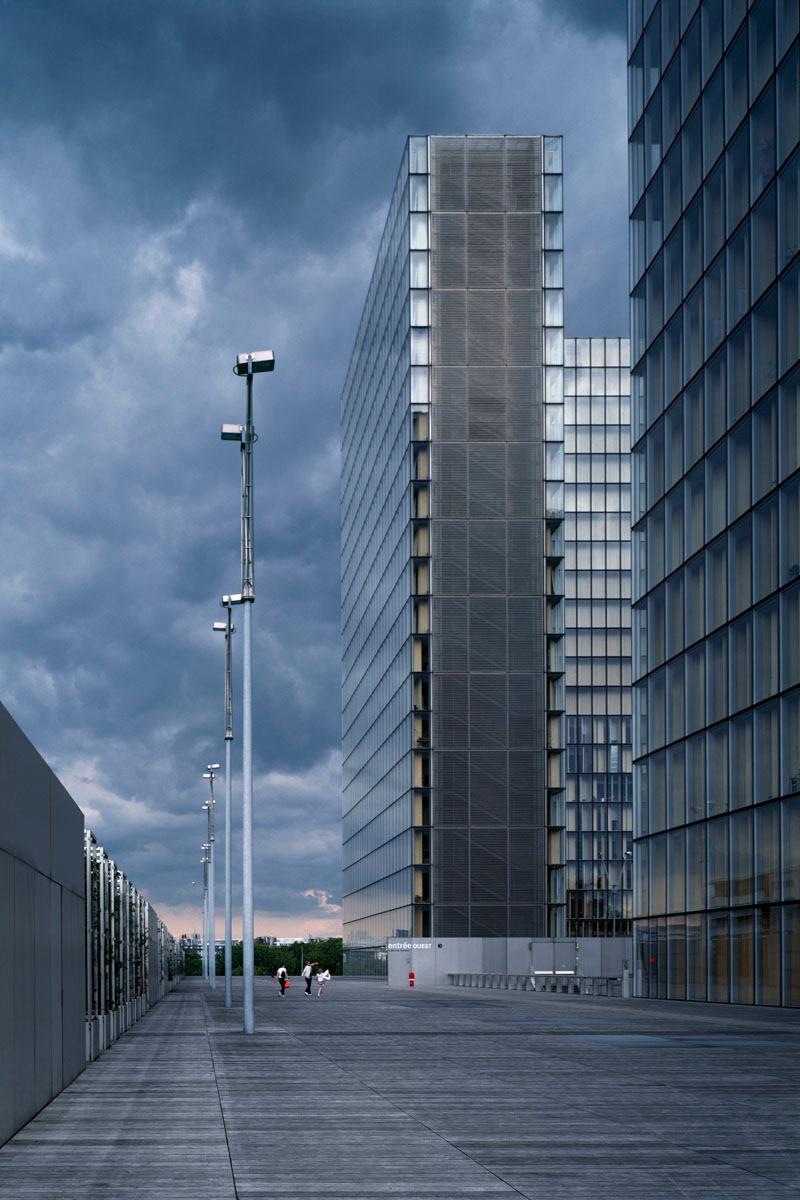 La photographie une partie des tours de la Bibliothèque nationale de France.