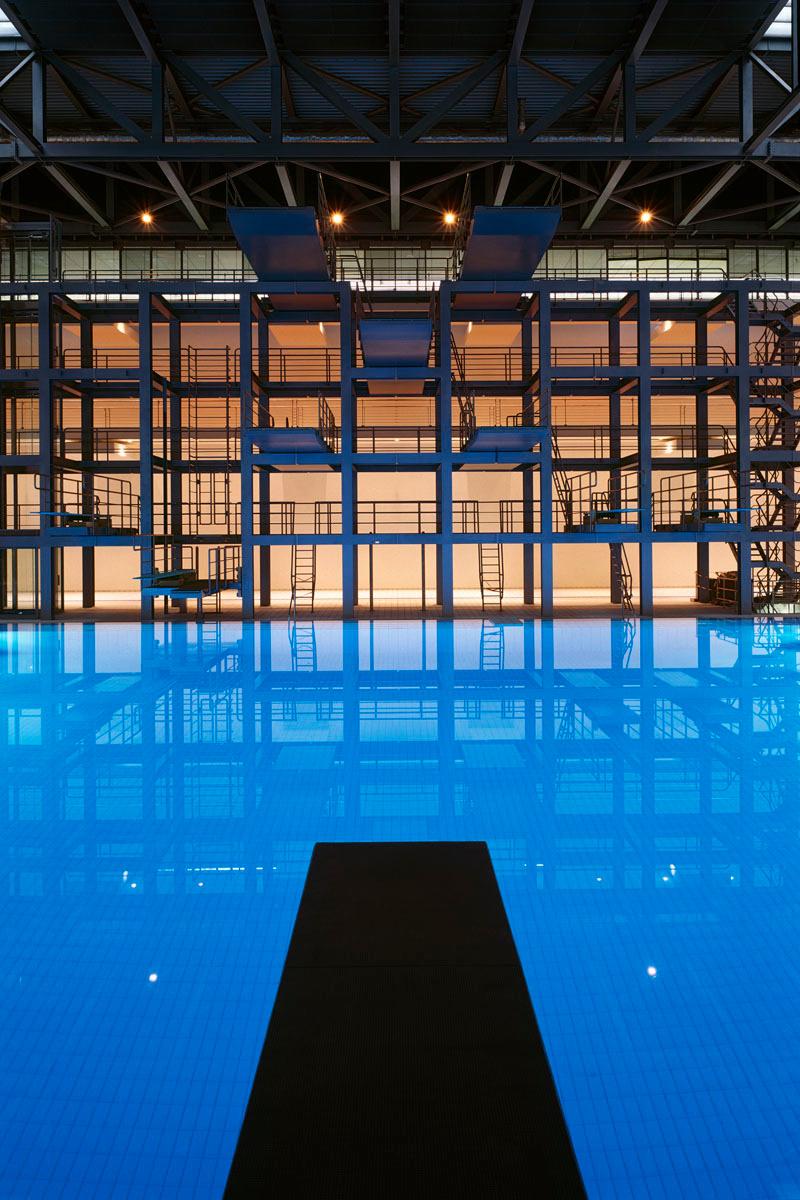 La photographie montre l'intérieur d'une piscine.