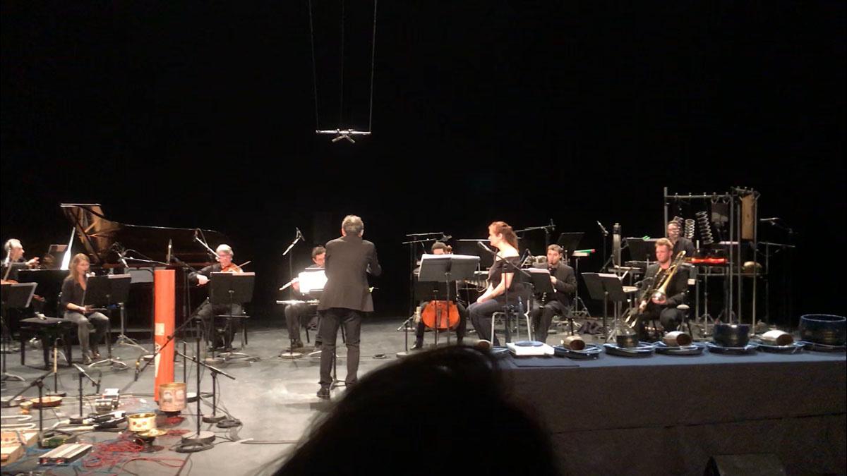 La photographie montre le concert de 2e2m au Centre Pompidou