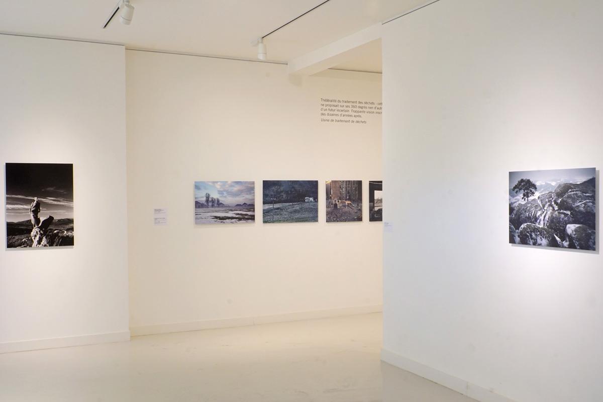 La photographie est une vue de la troisième salle de l'exposition.