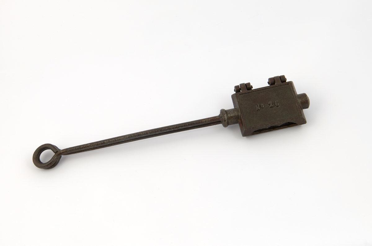 La photographie montre le dos du gaufrier jouet