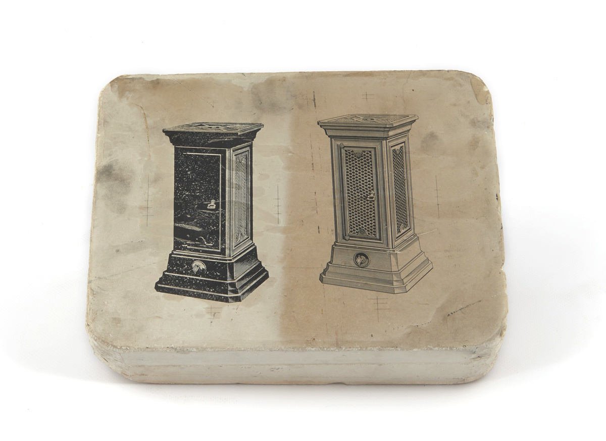 La pierre lithographique est ornée de deux dessins d'appareils de chauffage.