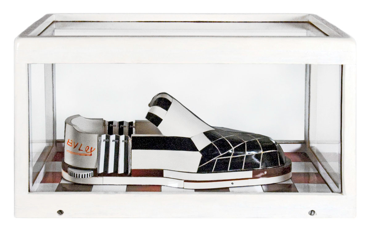 Vue de la sculpture la Chaussure Croissante