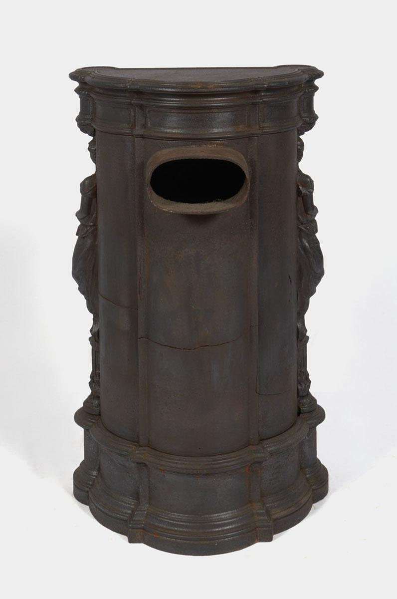 Vue du revers du poêle-cheminée Colas n° 1