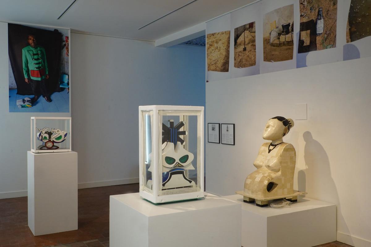 Vue de l'exposition Le monde rêvé de Pume Bylex avec Alain Nzuzi Polo