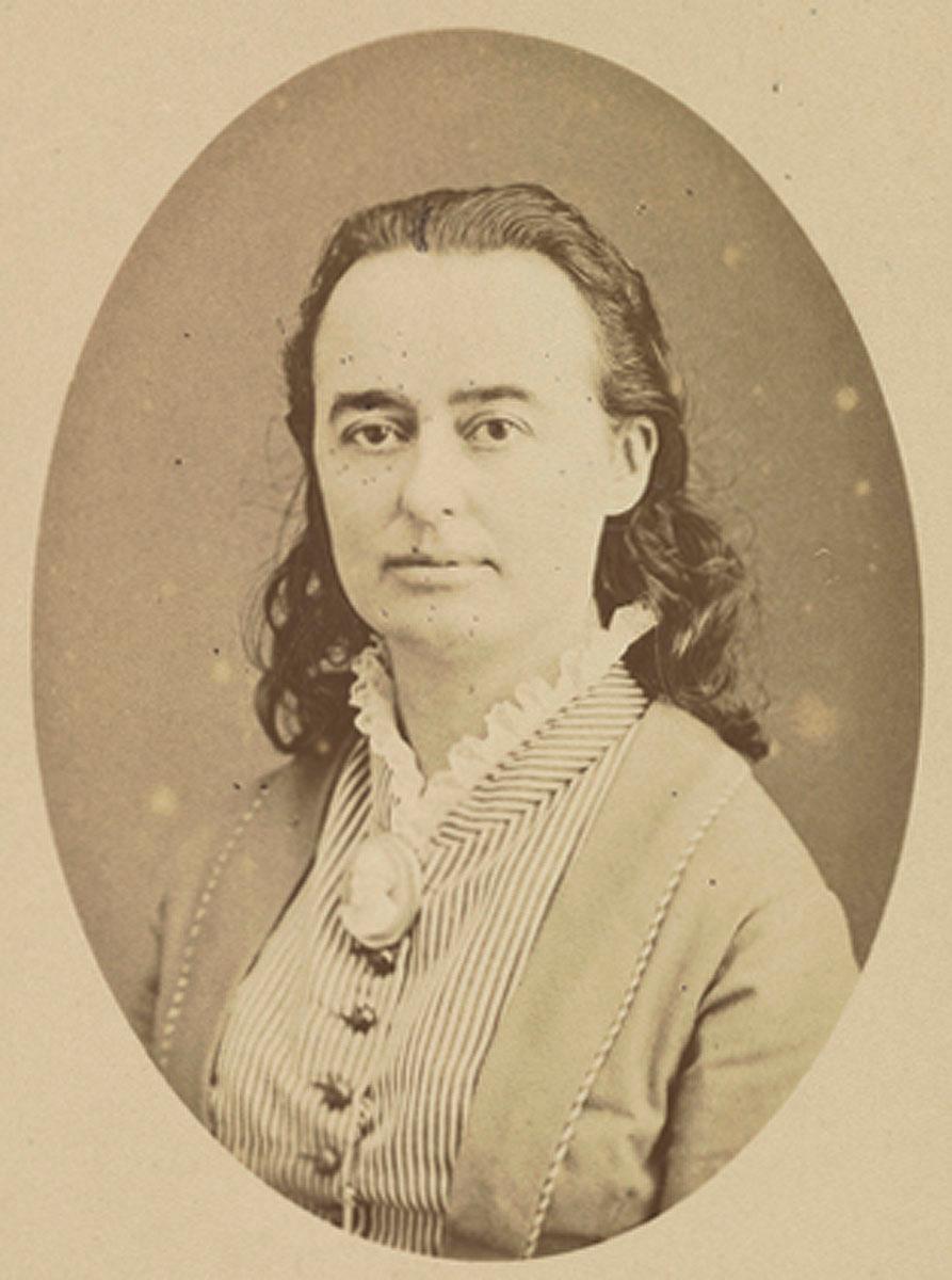 Portrait photographique de Marie Moret en buste