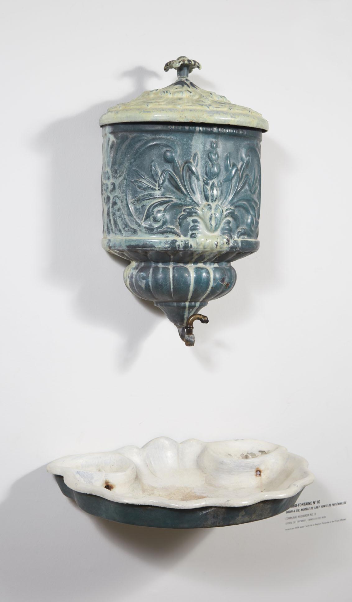 Vue de face du lavabo fontaine n° 10