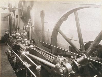 Machine à vapeur n° 8 de l'usine du Familistère de Guise (image)