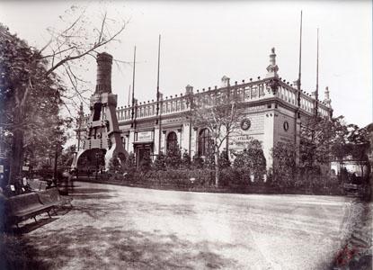 Vue du pavillon des usines Schneider du Creusot à l'Exposition universelle de Pa