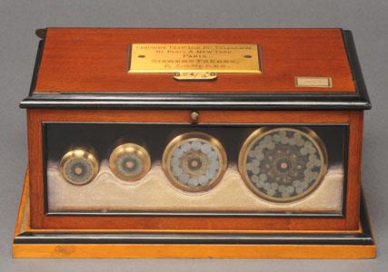 Boite d'échantillons de câbles télégraphiques sous-marins (image)