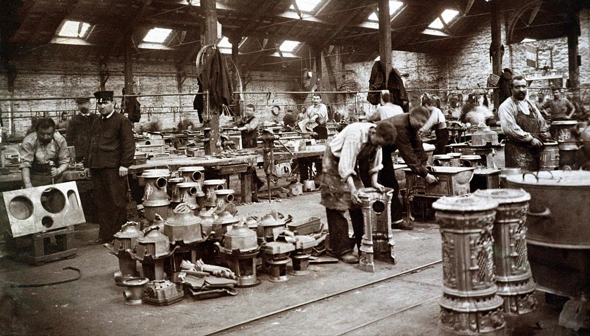 La photographie montre l'intérieur de l'atelier d'ajustage du Familistère, où de
