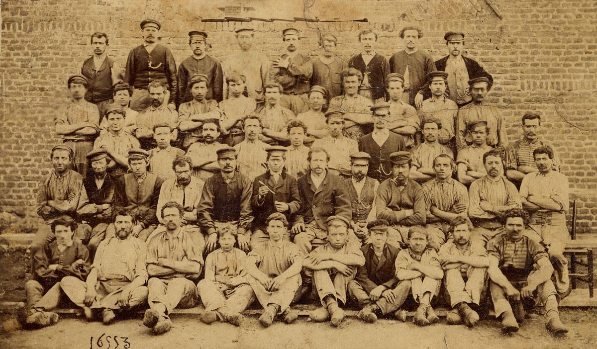 C'est la photographie la plus ancienne d'un groupe d'ouvrier de l'usine du Famil