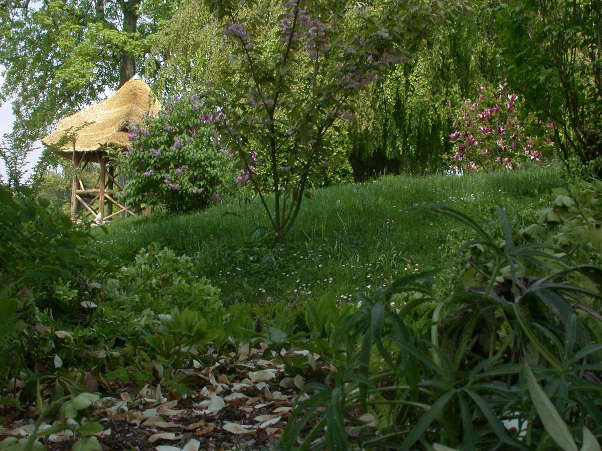 Une hutte ou pavillon rustique existe dès l'origine dans le jardin d'agrément du