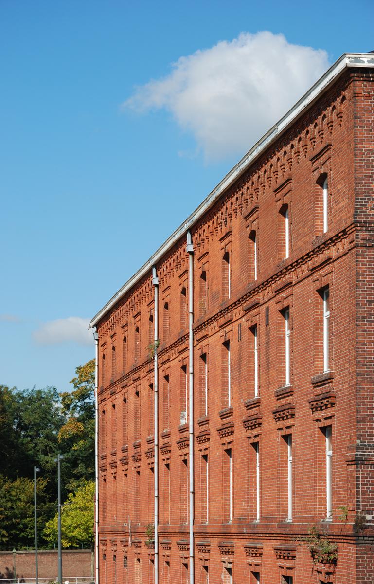 La vue montre une façade du pavillon du Familistère de Laeken.