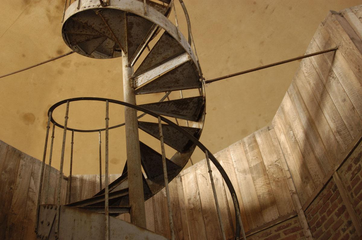 La photographie montre l'escalier du lanternon de la tour de l'aile gauche.