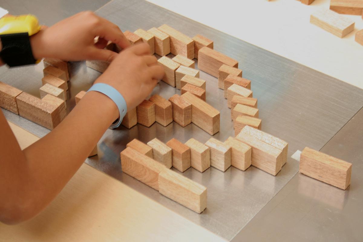 L'atelier « Un palais de briques » est proposé au public scolaire.
