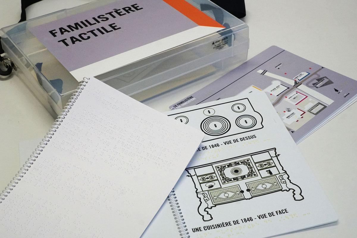 La mallette « Familistère Tactile » est à la disposition des visiteurs du Famili